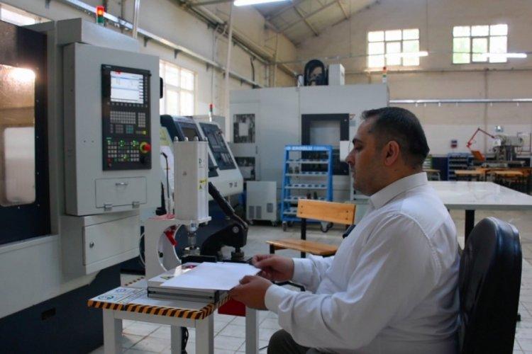 Bursa'daki meslek lisesi otomatik soğuk damga makinesi geliştirdi