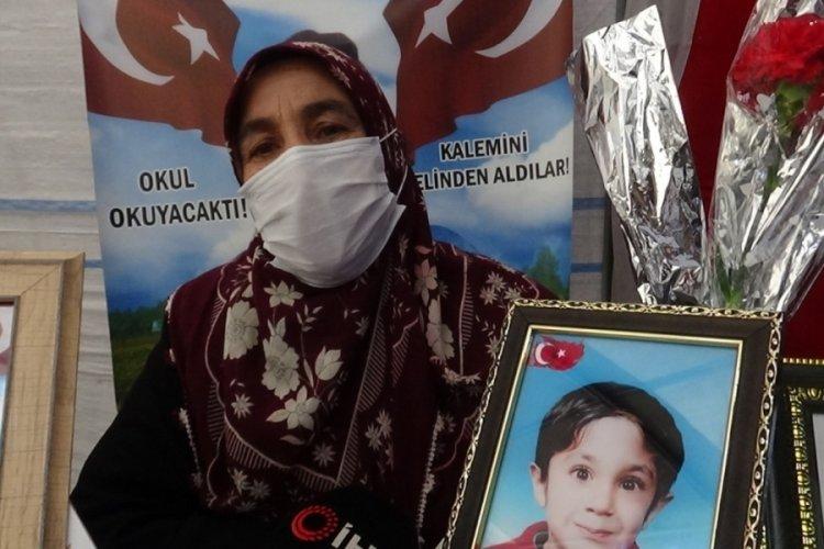 """Evlat nöbeti bekleyen anne: """"PKK oğlumu sattı"""""""