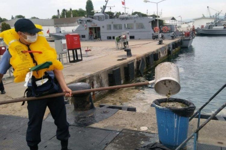 """MSB: """"Gölcük Poyraz Limanı'nda müsilaj temizleme çalışmaları başladı"""""""
