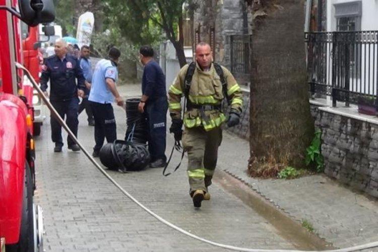 Edremit'te sağanak yağış vatandaşları olumsuz etkiledi