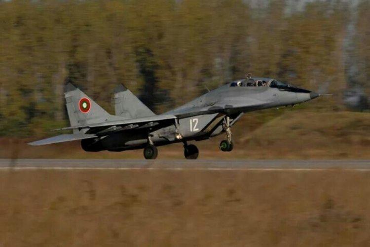 Bulgaristan'da savaş uçağı düştü