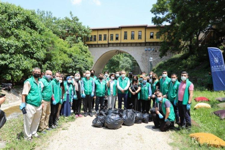 Bursa Belediye Başkanı Aktaş, gönüllüler ile çöp topladı