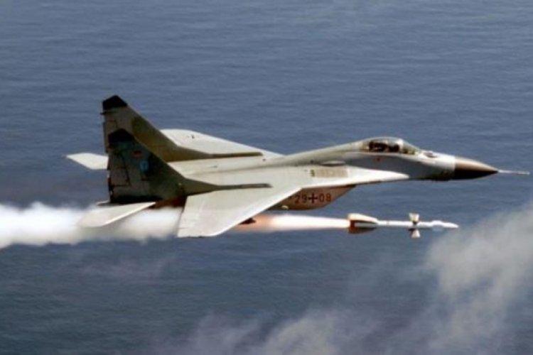 Polonya'da eğitim uçuşu yapan savaş uçaklarının yanlışlıkla birbirini vurduğu iddiası
