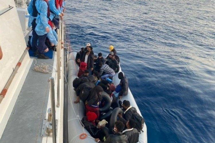 İzmir açıklarında 31 göçmen kurtarıldı