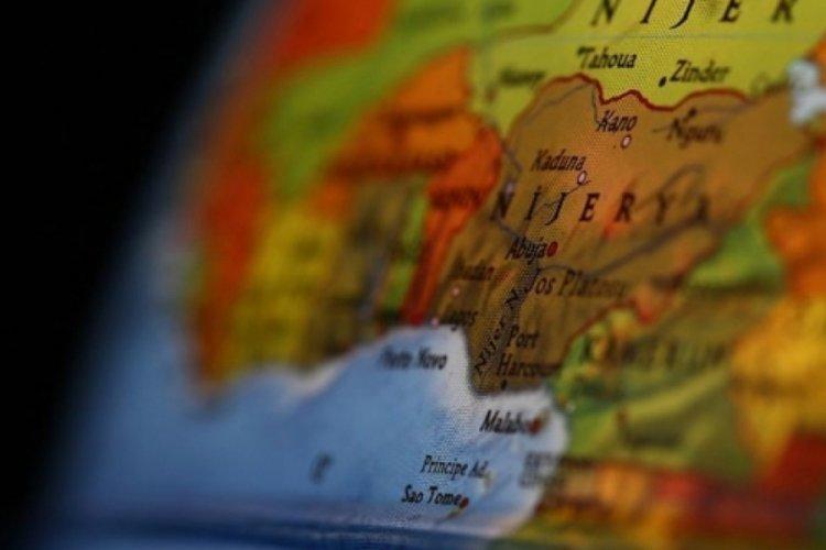 Nijerya'da otobüs kazasında 18 kişi öldü
