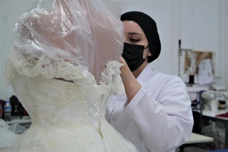 Kademeli normalleşme süreciyle başlayan düğünler, Bursa'da gelinlik siparişlerini artırdı