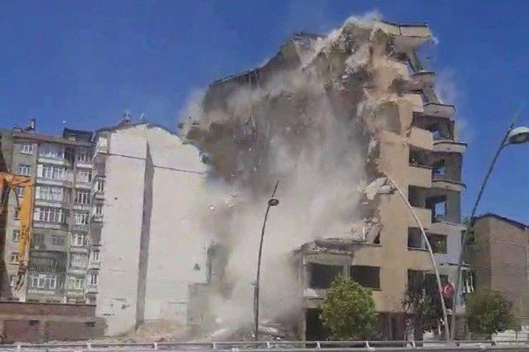 8 katlı bina korna sesi ile yıkıldı