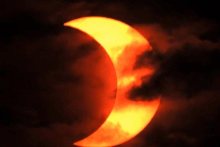 Kuzey yarım kürede, halkalı güneş tutulması