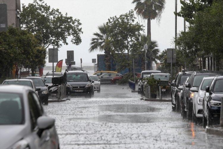 İzmir'de sağanak yağış