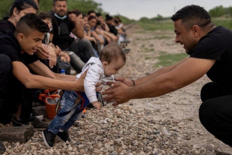 ABD sınırındaki göçmen sayısı zirveye ulaştı