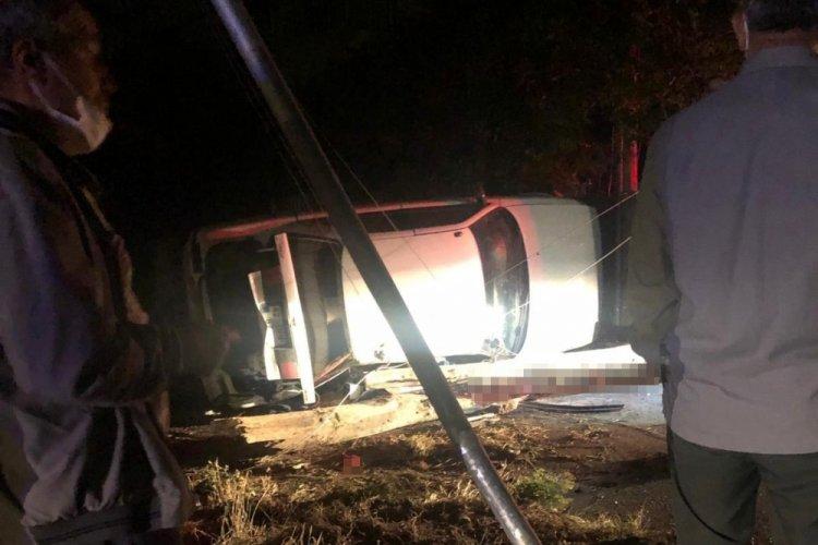 Otomobil direğe çarptı: 2 çocuk öldü, 3 çocuk yaralandı