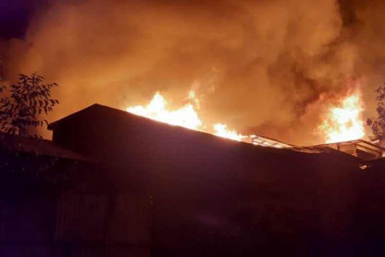 Hindistan'daki yangın, 20 evi küle çevirdi