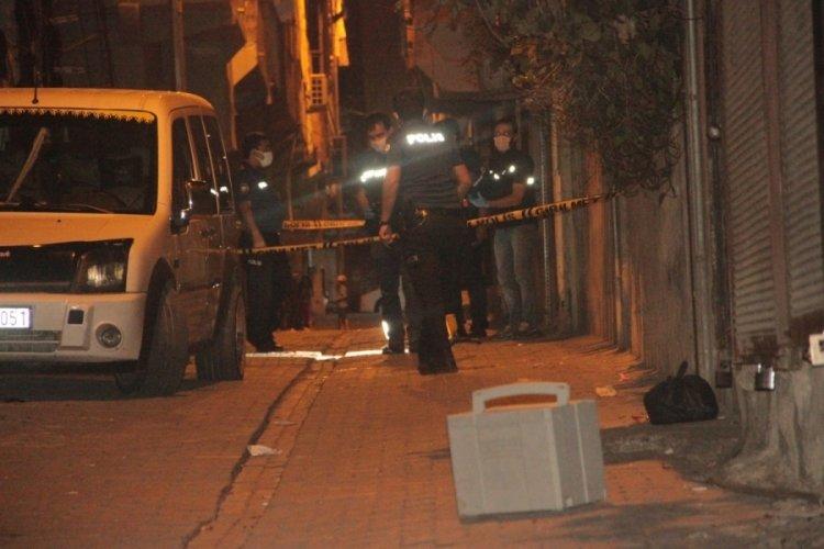 Sivil araçtaki polislere silahlı saldırı
