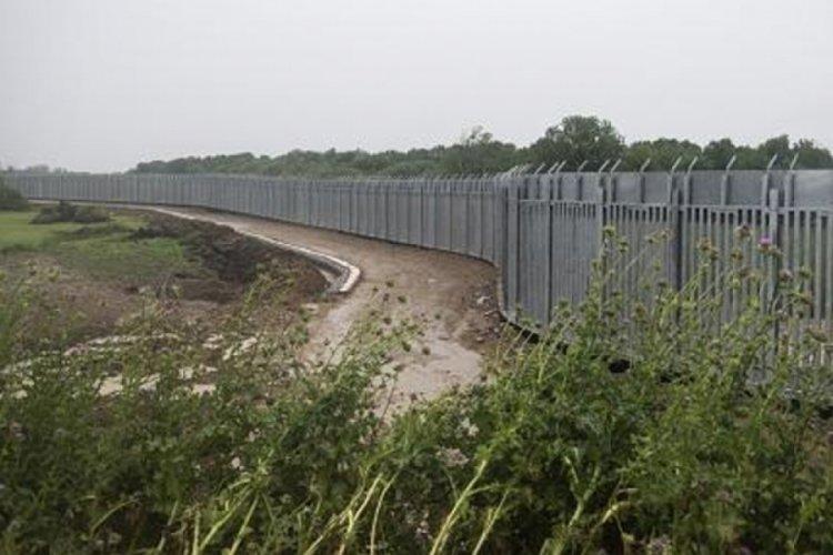 Yunanistan, mülteci akınını engellemek için Meriç Nehri sınırında çelik duvar örüyor