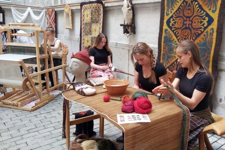 Macaristan'da halk sanatları sergisi