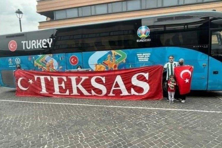 Bursaspor taraftar grubu Teksas Milli Takımı Roma'da destekliyor
