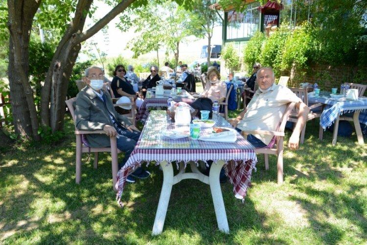 Bursa'da huzurevi sakinlerinin açık hava keyfi