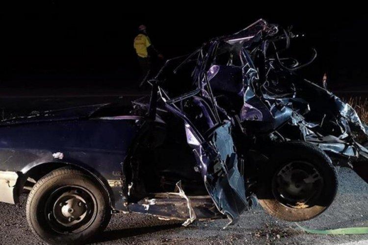 TIR, park halindeki otomobile çarptı! Bülent ile dedesi hayatını kaybetti