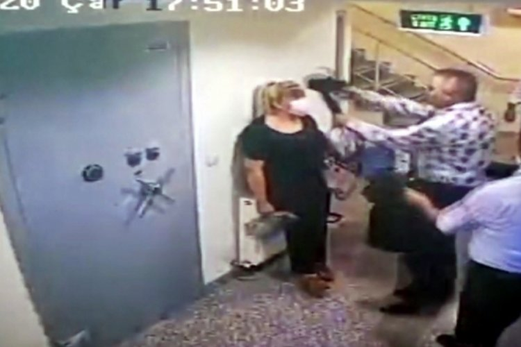 Kadın çalışanın kafasına silah dayayan müdür şaka yapmış