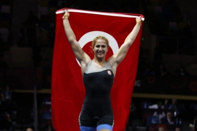 Milli güreşçi Buse Tosun'dan gümüş madalya