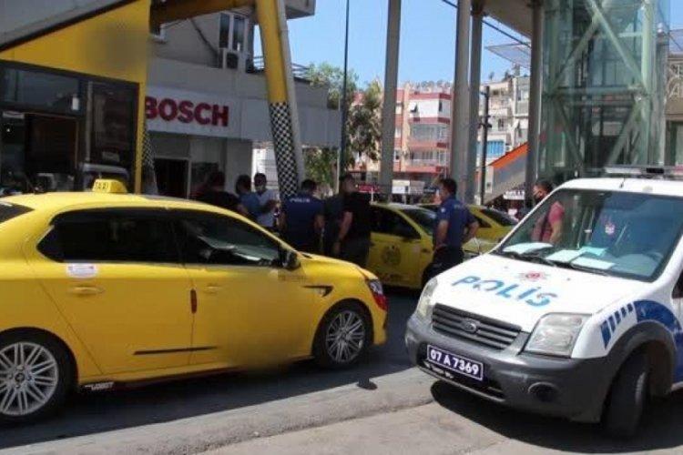 İşten çıkartılan kişi, taksi durağındaki görevliyi silahla yaraladı