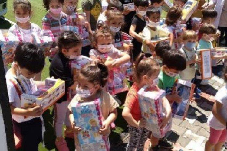 Cumhurbaşkanı Erdoğan, çocuklara oyuncak dağıttı
