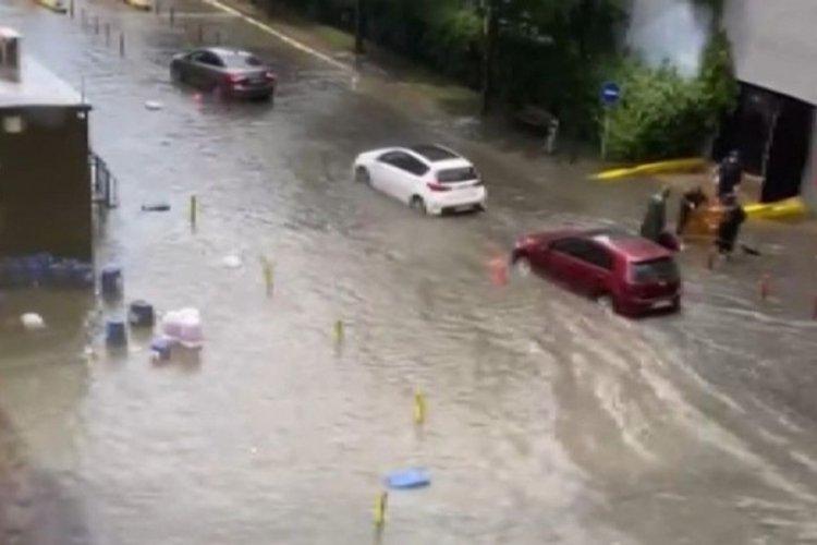 İstanbul'da dolu ve yağmur bir arada geldi
