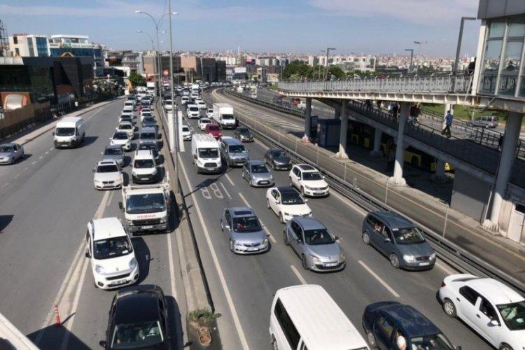 İstanbul'da kısıtlamasız cumartesi gününde trafik yoğunluğu