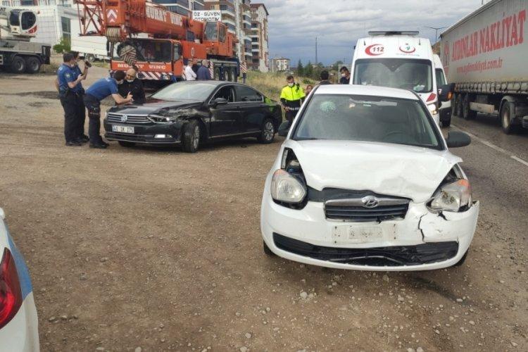Kayganlaşan yolda trafik kazası: 5 yaralı