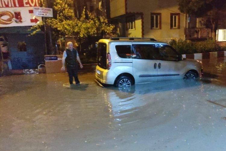 Bursa'da caddeler göle döndü!