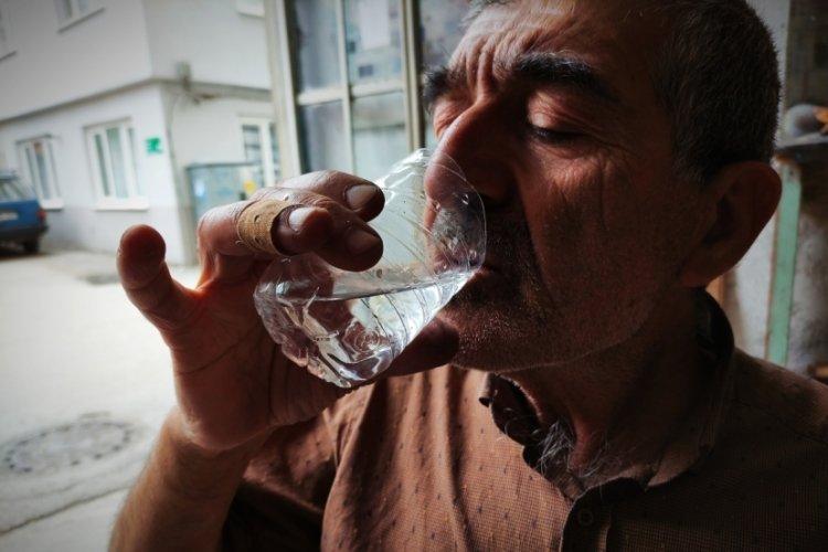 Bursa'da koronavirüsten korunmak için demir suyu içiyor