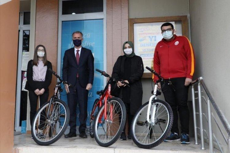 Bursa'da bisiklet çekilişinin talihlileri hediyelerini aldı