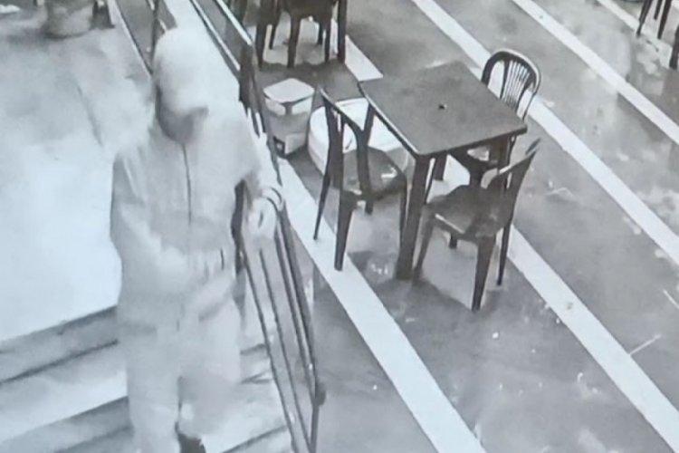 Hırsız sokağa çıkma kısıtlamasında üç muhtarlığa ve çay bahçesine girdi