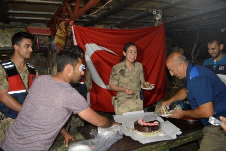 Kavga ihbarına giden jandarma ekiplerine pastalı sürpriz
