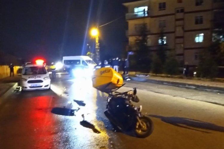 Otomobil ile kurye çarpıştı: Motokurye ağır yaralı