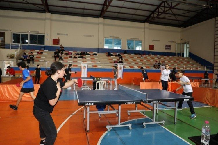 Bursa'da masa tenisi turnuvasına büyük ilgi