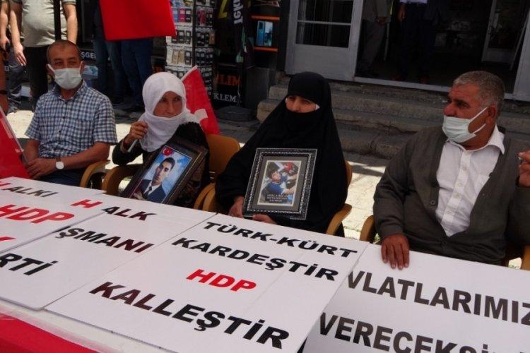 Muşlu annelerin HDP önündeki eylemi sürüyor
