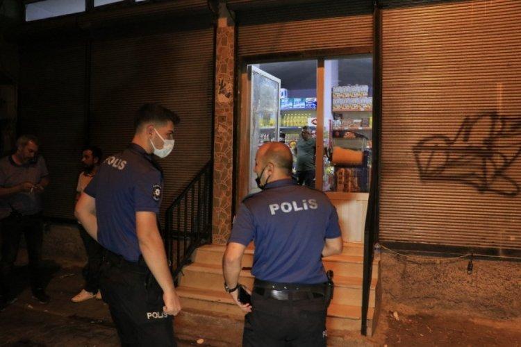 Yüzü maskeli şüpheli tarafından silahlı saldırıya uğradı