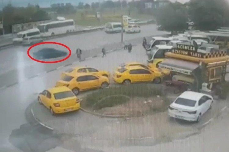 Bursa'da durağa dalan otomobilin 5 kişiyi ezdiği anlar ortaya çıktı