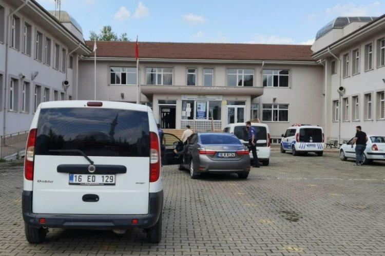 Bursa'da eşini çalıştığı lisenin içinde bıçaklayarak öldürdü!
