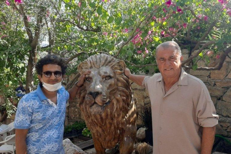 Fatih Terim, evine 2 aslan heykeli yaptırdı