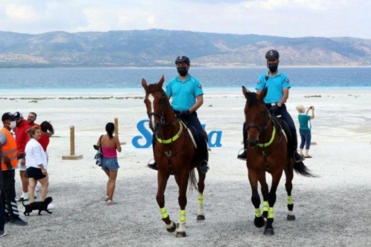 Salda Gölü'nde güvenlik bu yıl da atlı jandarmaya emanet