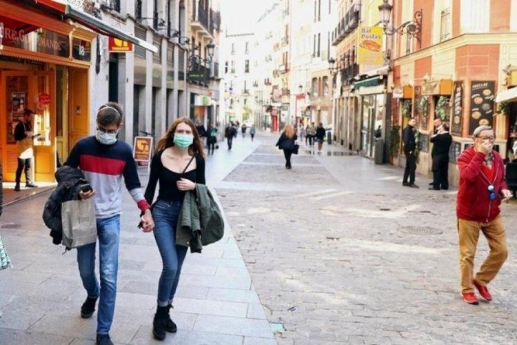 İspanya, açık alanda maske kullanma zorunluluğunu kaldırıyor