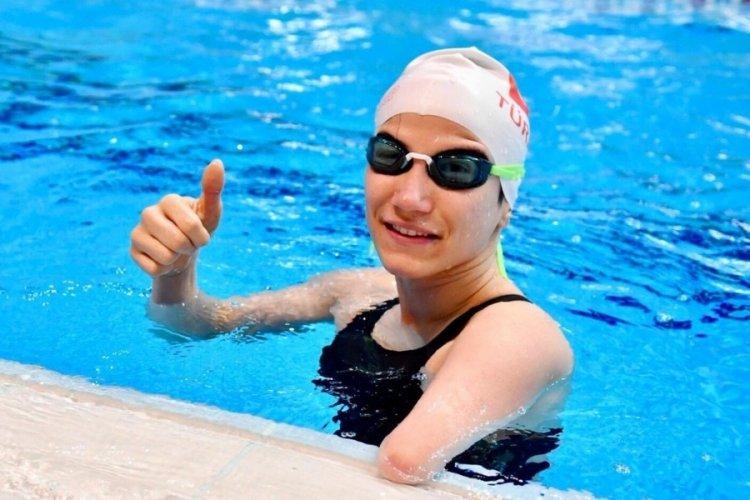 Milli yüzücü Emine Avcu, Almanya'da bronz madalya kazandı