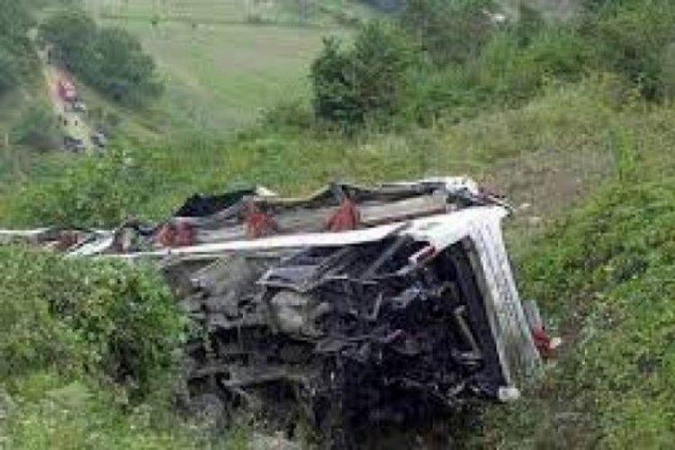 Peru'da otobüs uçuruma yuvarlandı: 27 ölü