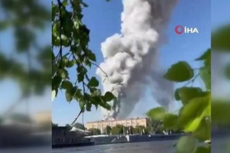 Moskova'da havai fişek deposunda yangın