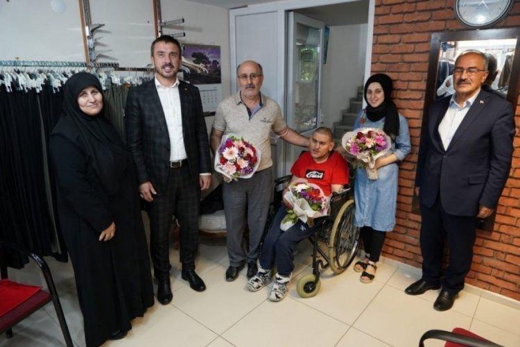 Bursa'da hayatını engelli oğluna adayan baba 'Yılın Babası' seçildi