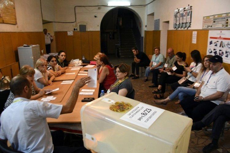 Ermenistan'daki seçimlerde Paşinyan, farkı açıyor