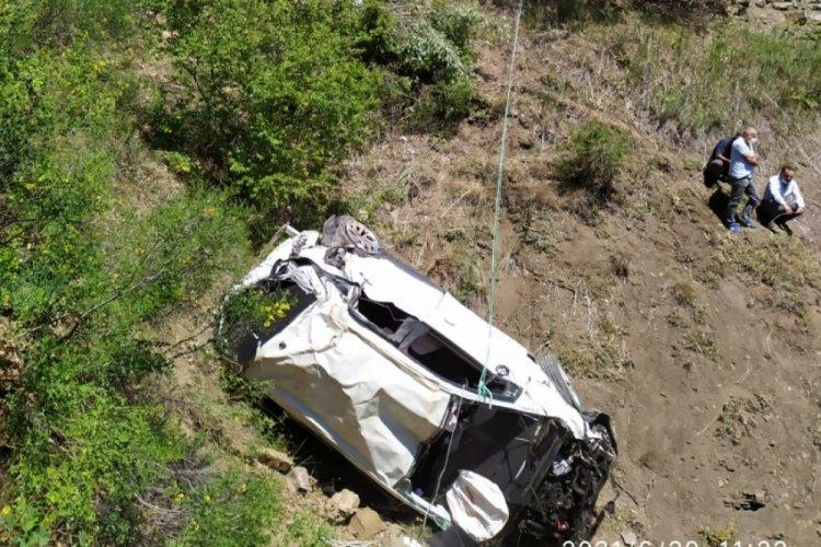 Otomobil 90 metrelik uçuruma yuvarlandı: 2 ölü