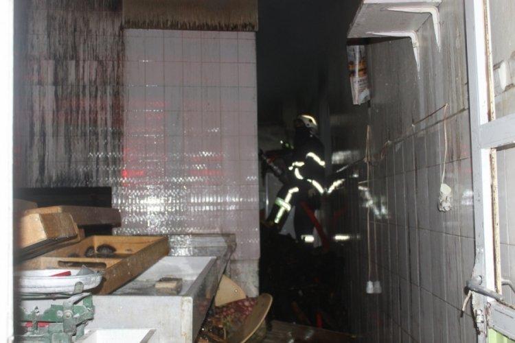 Pide fırınında çıkan yangında 6 kişi dumandan zehirlendi